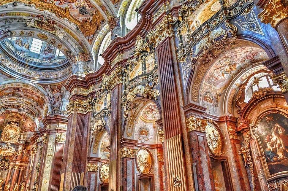 tường trong công trình phong cách baroque