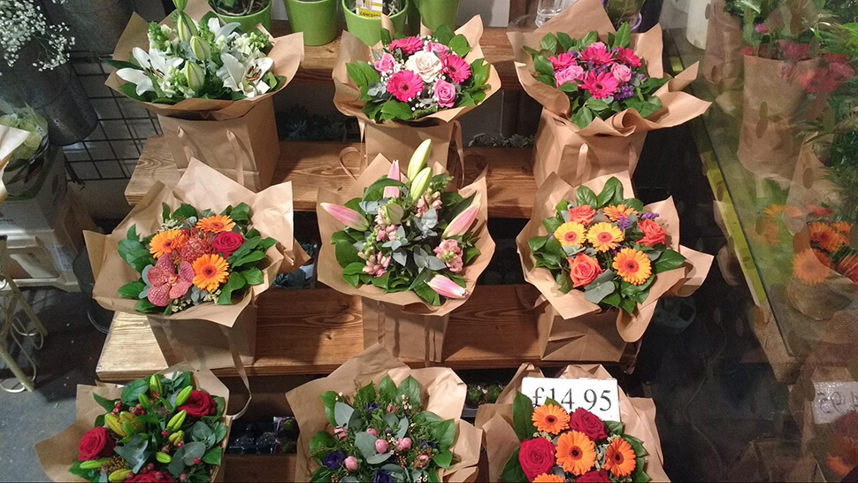 cửa hàng hoa tươi nhỏ